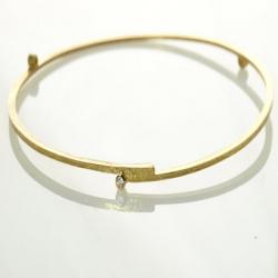 Stepped Bangle in Gold with 3 Diamonds