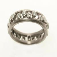 Large double pebble ring in white gold with diamonds