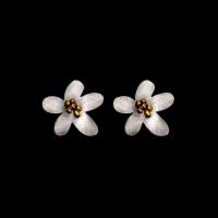 daniel flower pointed stud earrings