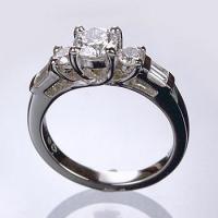 1077 – diamond engagement ring