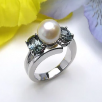 14K White Gold Pearl & Green Sapphire Ring
