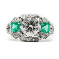 ESTATE RING 2.06 CT DIAMOND CENTER STONE WITH 2 EMERALD SIDE STONES