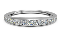 Women's pavé diamond wedding ring