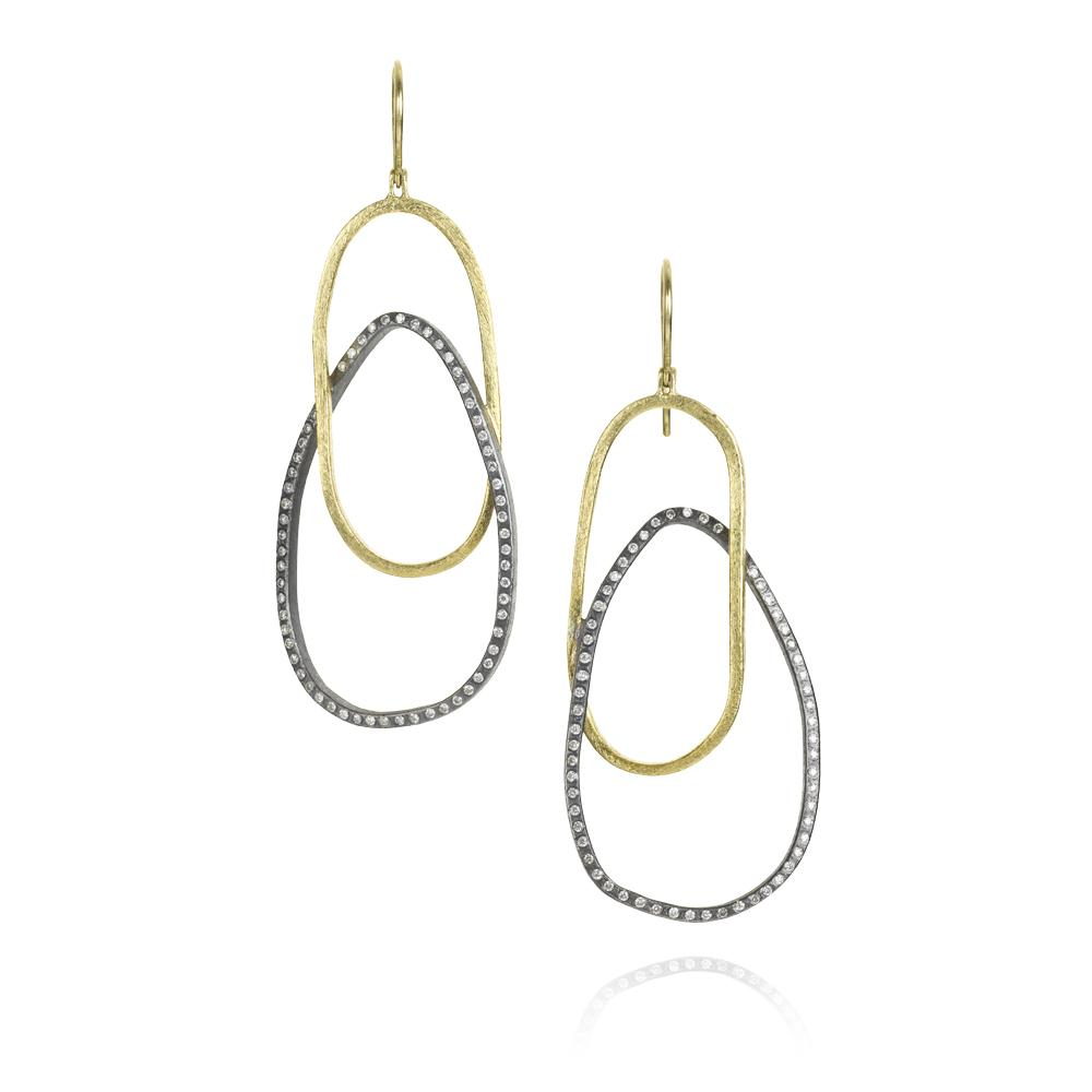 Dangle earrings with white brilliant cut diamonds