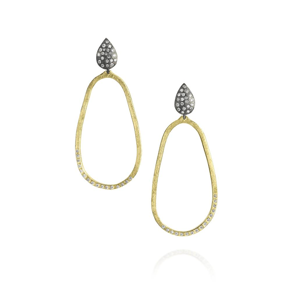 Earrings with white brilliant cut diamonds 0365