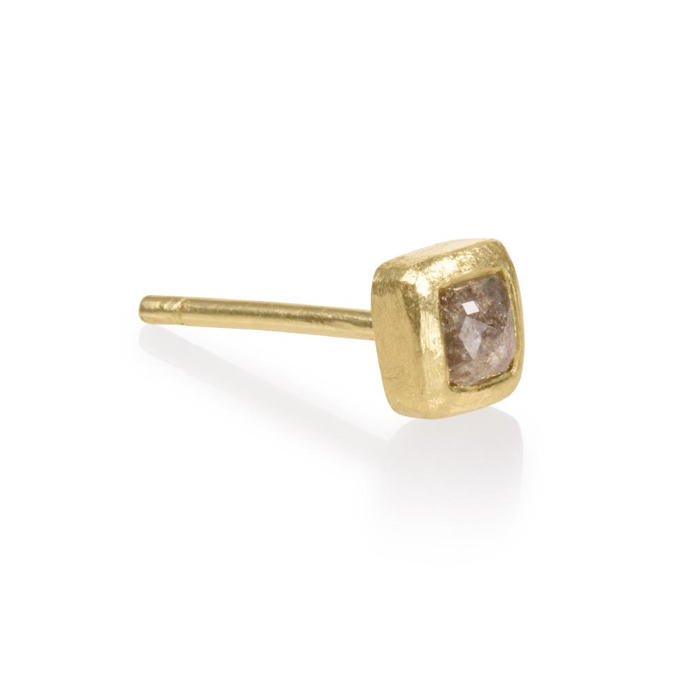 Single stud earring with a natural colored fancy