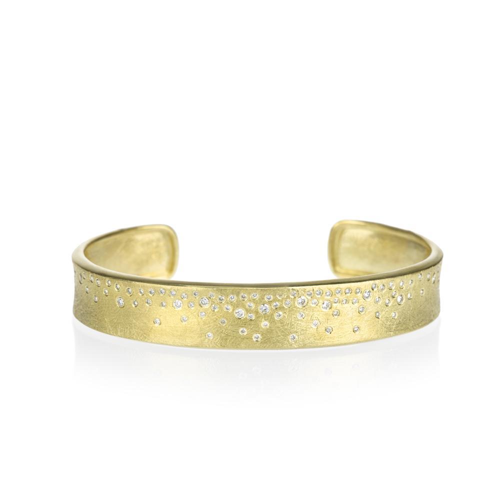 Cuff bracelet with white brilliant cut diamonds