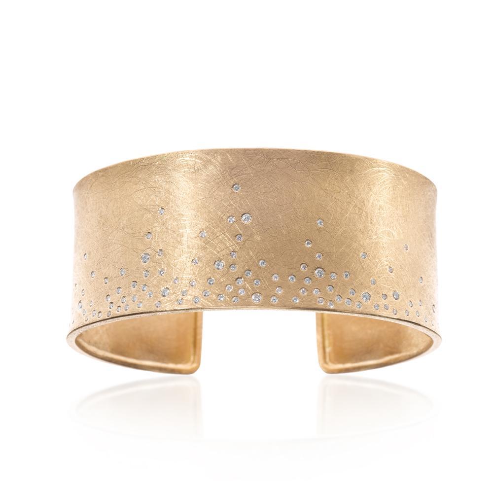 Cuff bracelet with white brilliant cut diamond