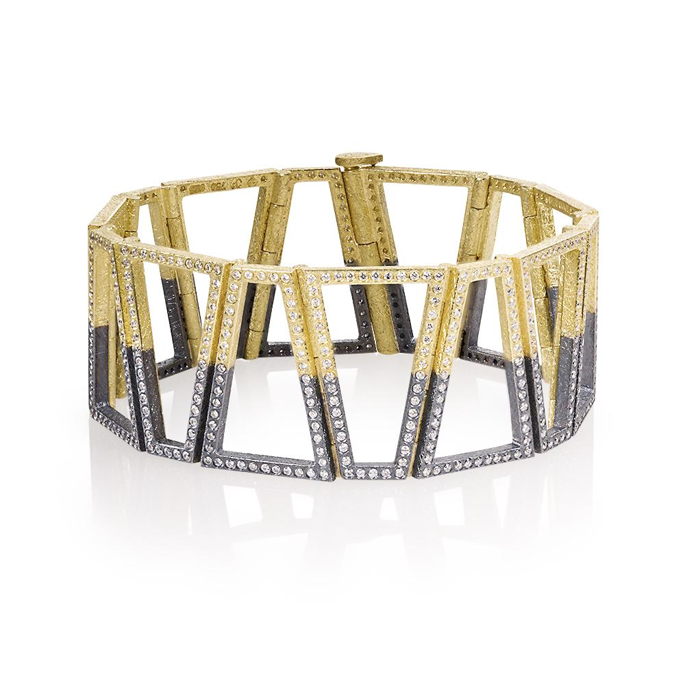 Hinged bracelet with white brilliant cut diamonds