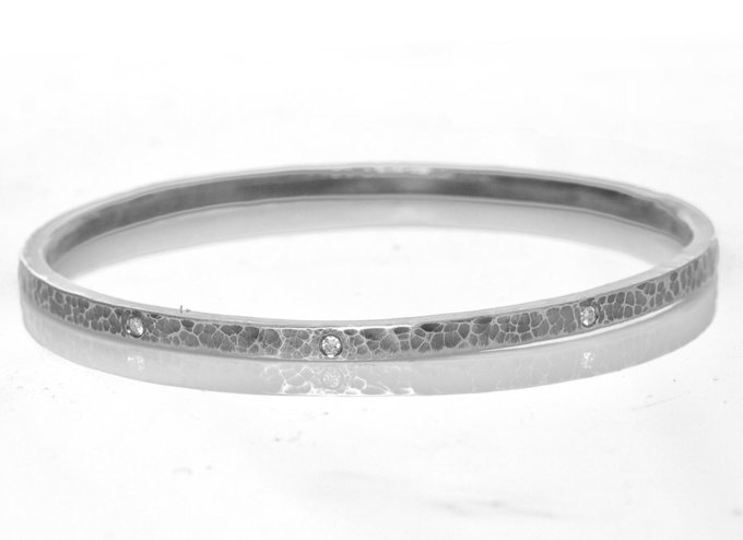 hammered sterling silver bracelet w/ 0.23 ct diamonds