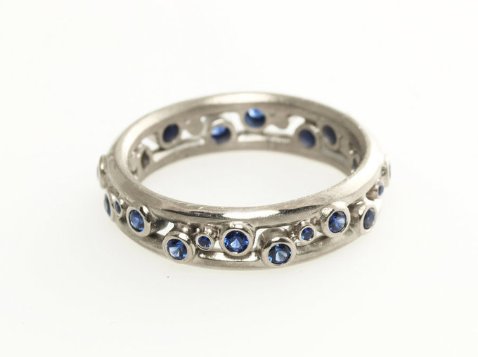 Double Pebble Ring in White Gold with Sapphires