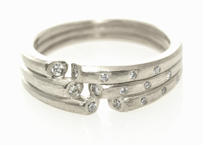 Lace Ring in White Gold with Diamonds