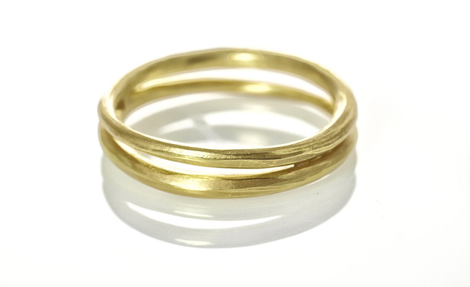 double wave band in gold