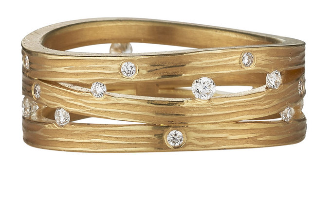 Triple Wave Band in Gold with Diamonds