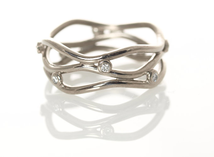 triple serpentine band in white gold with diamonds