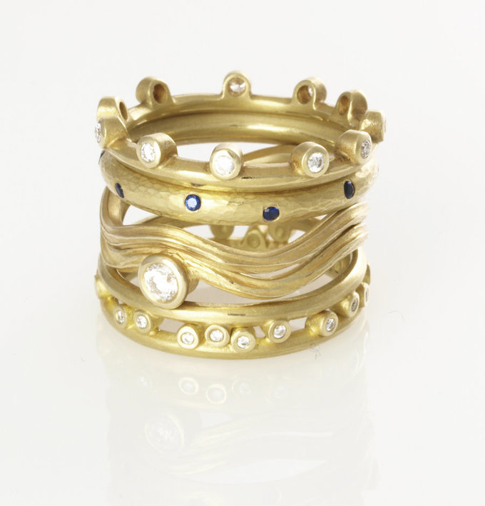 Serpentine Ring in Gold with Center Diamond