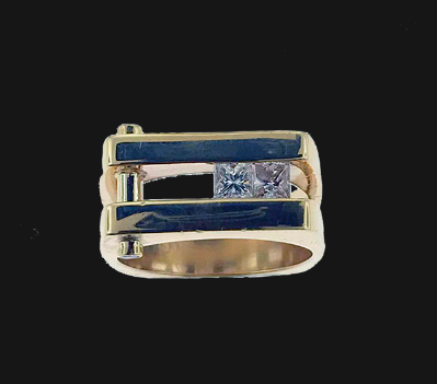 14k yellow gold gent's ring with princess cut and round diamonds