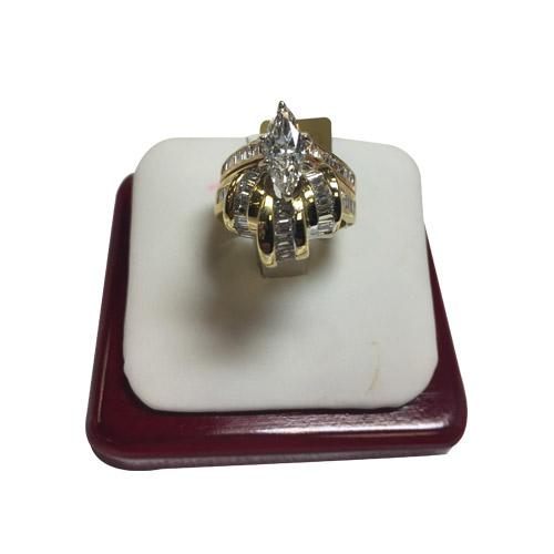 18 kt marquise diamond ring